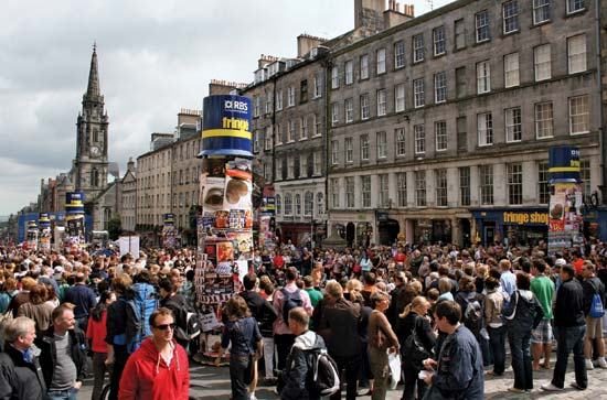 Fringe crowds